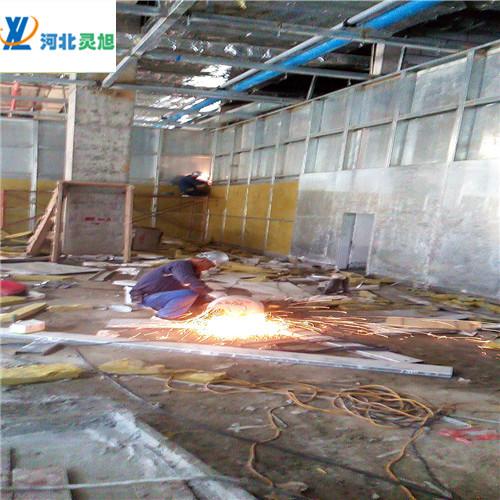 抗爆墙由钢龙骨和纤维水泥复合钢板及岩棉组成